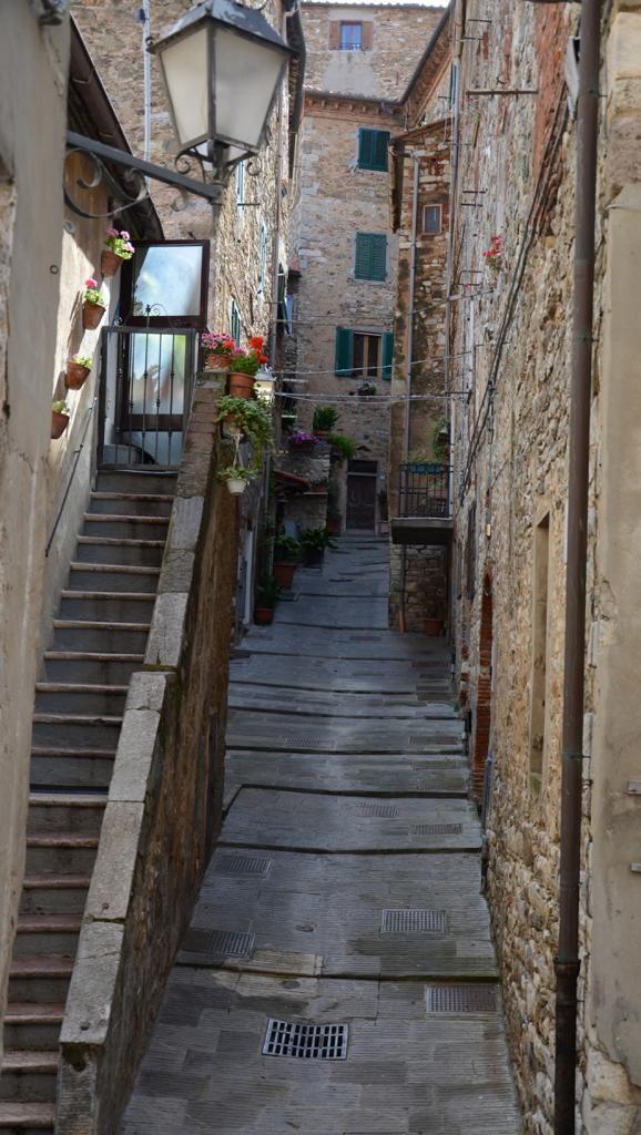 Tanja Koehler Blog Psychologie Veraenderung 2019-07-07 Verena Italien Treppen zur Wohnung